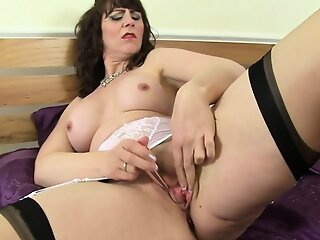 Hot milf Toni Twist pleases..